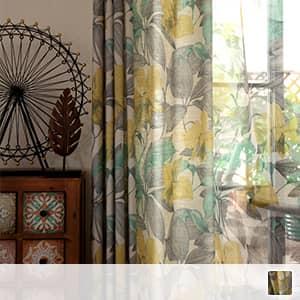 レトロな花柄のドレープカーテン