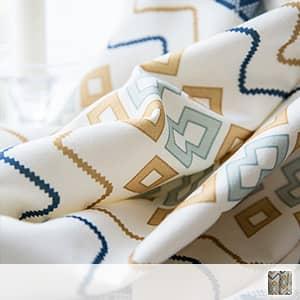 明るい北欧テイストのドレープカーテン