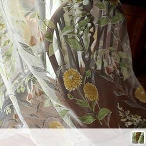 アンティーク調のひまわり柄レースカーテン