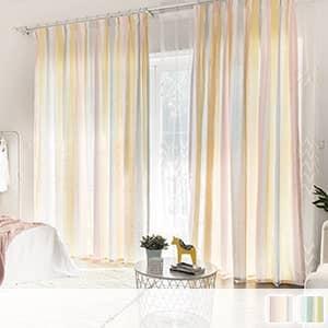 ふんわりとした雰囲気のストライプ柄ドレープカーテン