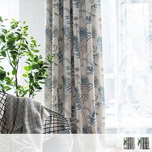 ボタニカルな植物柄のドレープカーテン