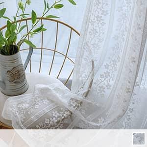 レースカーテン,小花をシルエットでデザイン
