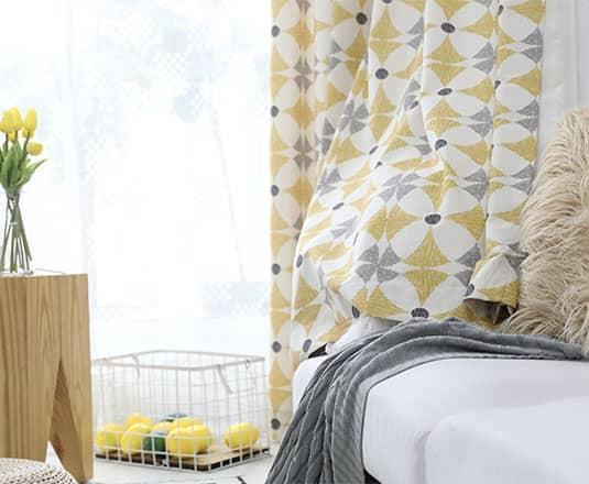 綿混生地の北欧風カーテン