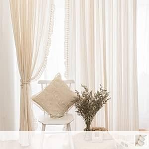 優しい雰囲気のストライプレースカーテン